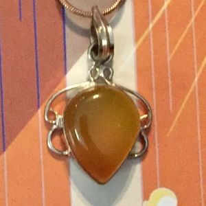 Jewelry - 💕2 for $20 sale💕 Pendant w/free vintage chain